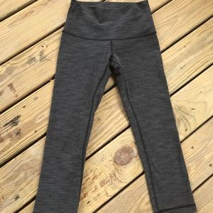 LULULEMON GRAY COCO PIQUE CAPRI LEGGINGS SIZE 4